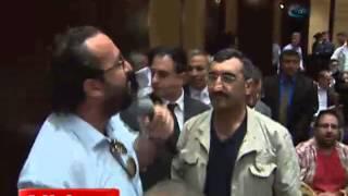 ANKARA - Akil İnsanlar toplantısında vatansever yurttaş Türk Bayrağı açtı! (İHA)