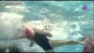 Женское водное поло   вид из под воды