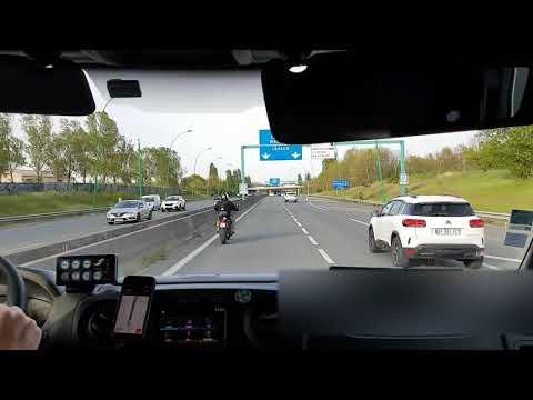 Très gentil motard civil escorte l'ASSU dans les bouchons du vendredi