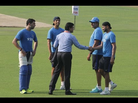 Sourav Ganguly Share a Lighter Moment with Indian Cricketers
