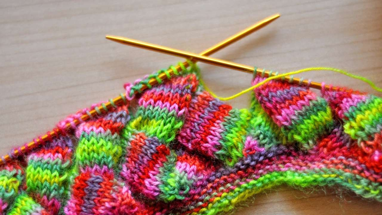 How To Knit An Entrelac Pattern Aloha Hat Scarf Diy