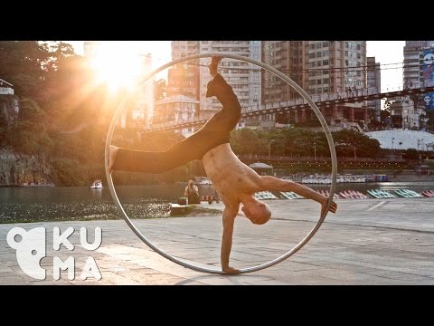 The REAL Lord of the Ring - Mesmerizing Street Performer! Ta
