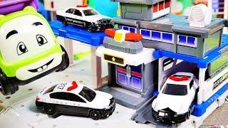 はたらくくるま 大きな警察署を作ろう♪ パトカー ウィング ダンプトラック カーキャリアー トミカタウン  おもちゃ アニメ 幼児 子供向け動画  TOMICA TOY KIDS