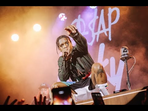 Papa Keith - Fan Tries to Steal A$ap Rocky's Shoe During His Concert