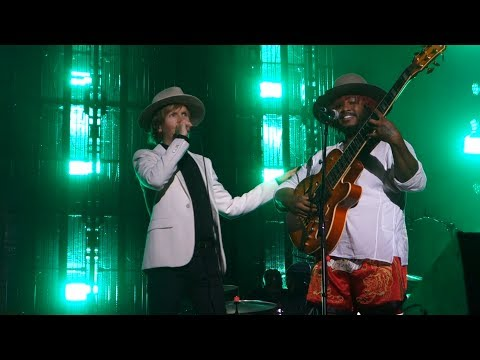 Beck - Where It's At and Show You the Way (with Thundercat) – Live in Berkeley