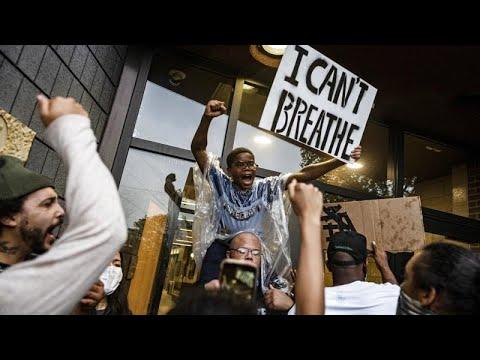 Я не могу дышать: американцы протестуют против действий полиции…