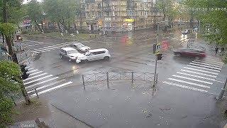 KIA подбила Ниву на Ленина. Северодвинск.