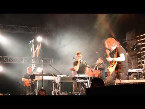 Dawid Podsiadło zabawnie przejęzyczył się na koncercie (Bela - Annoyance and Disappointment) HD