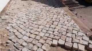 португалия. специальный камень для тротуаров и площадей (Calçada portuguesa)(Большинство тротуаров португальских городов и деревень покрыто плиткой. Но не обычной тротуарной, произво..., 2015-07-25T12:15:31.000Z)