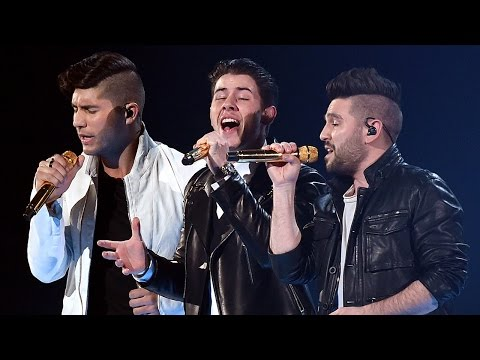 """Nick Jonas Goes Country with Dan & Shay """"Jealous/Chains/Nothin Like You"""" at 2015 ACMs"""