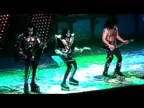KISS - Lick It Up - New York 2009 - Sonic Boom Tour 2009 ...