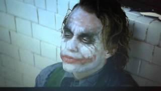 Batman il cavaliere oscuro joker fa esplodere la centrale di polizia e scappa