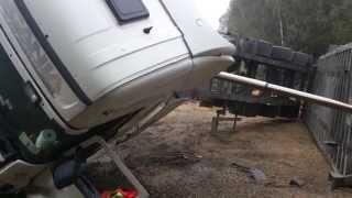 Scania -przewrócony zestaw podczas rozładunku kruszywa,overturned set during unloading of aggregate