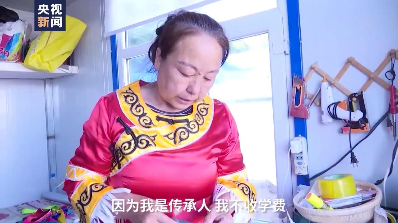 「魚皮絵」の伝承人 村人に技伝授