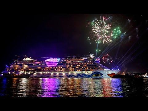 Hamburg Cruise Days 2015 - Auslaufparade mit Feuerwerk