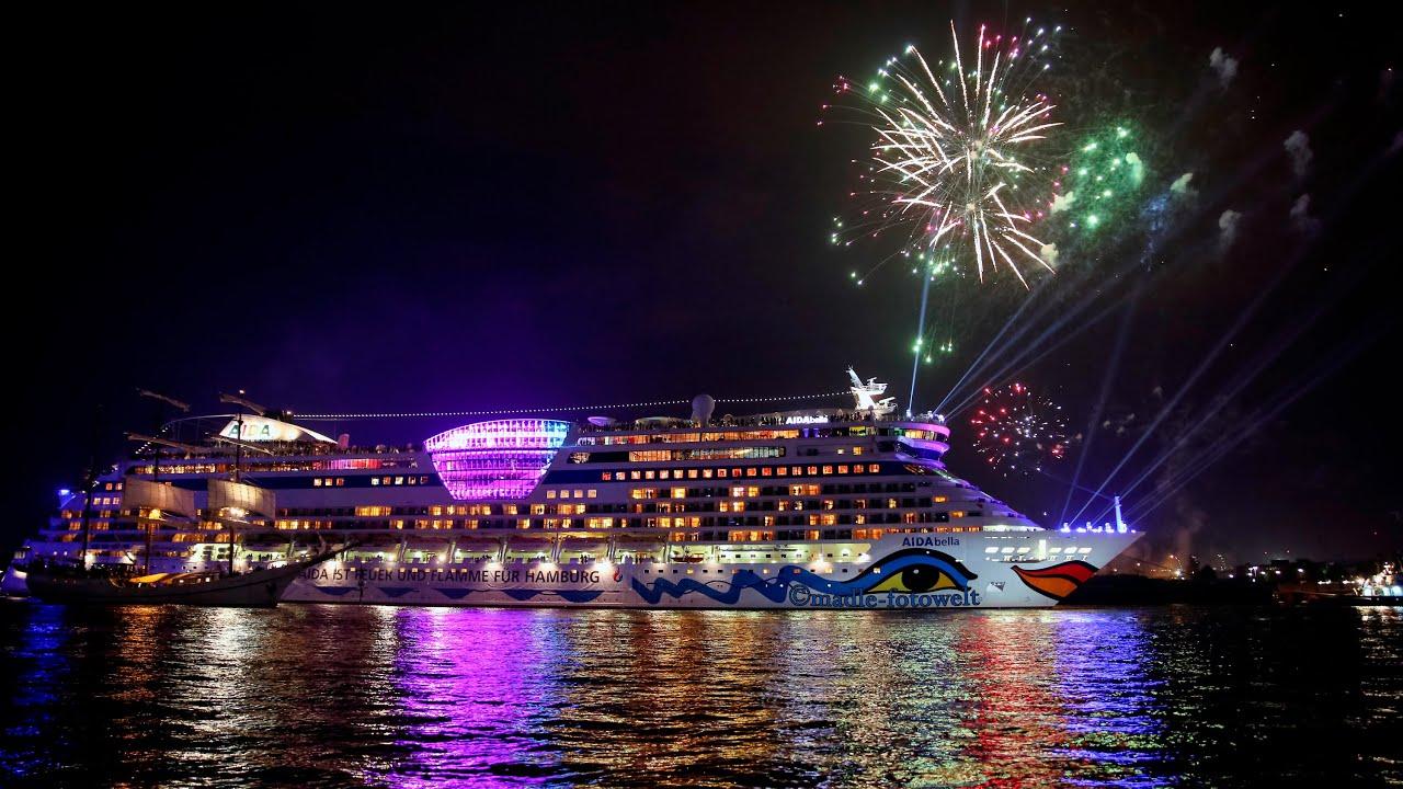 Hamburg Cruise Days 2015 Auslaufparade Mit Feuerwerk Youtube