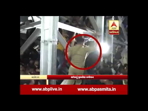 Shahrukh Khan At Vadodara Railway Station, Police Lathicharge, One died