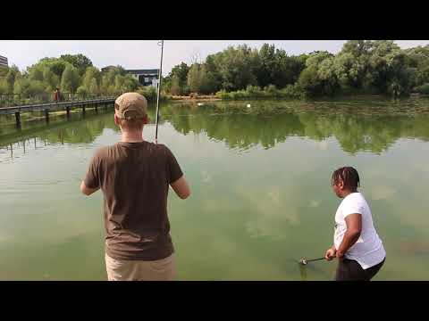 FLOATER FISHING URBAN LONDON PARK