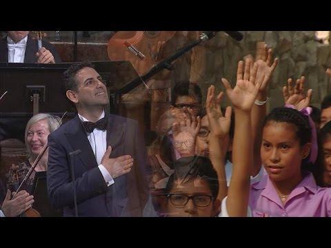 Juan Diego Flórez invite à chanter pour les enfants du Pérou - musica