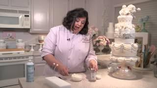 Marina Sousa's pearl burst embellishment tutorial | Craftsy Cake Decorating