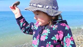 НЕБУГ 2016 Ребенок на побережье черного моря NEBUG 2016 Child on coast of the Black Sea(НЕБУГ 2016 Ребенок на побережье черного моря Арина совершает прогулку на побережье Черного моря. Погода..., 2016-05-18T19:48:35.000Z)