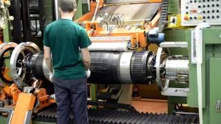 Как лист резины приобретает форму шины? Завод Nokian Tyres(Одной из изюминок завода Nokian Tyres является цех сборки. Примечателен он тем, что все работы по сборке шин полно..., 2012-10-20T08:53:14.000Z)