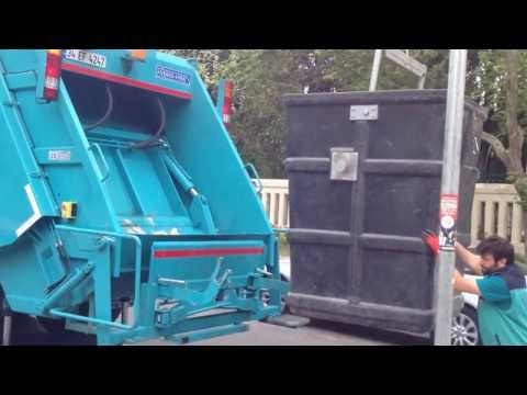 Rear Loader Refuse Truck with Crane for Underground Container