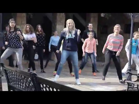 Танцевальный флешмоб от АМК