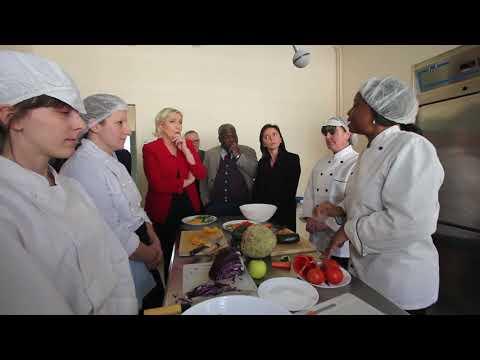 Marine Le Pen Malaise entre une travailleuse immigrée et elle séquence ou l'invité est face au réel