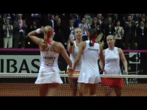Team France celebrates reaching Fed Cup Final!