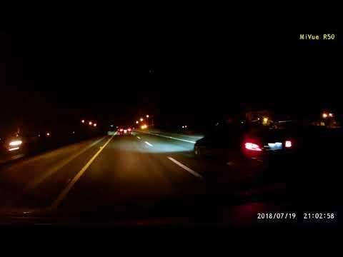 男三寶66快速道路玩手機