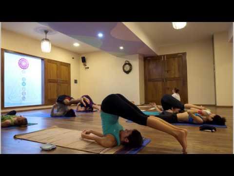 200H Entrenamiento para maestros de Yoga en India - YouTube