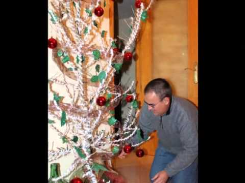 Arbol de navidad 2012 youtube - Como decorar un arbol seco ...