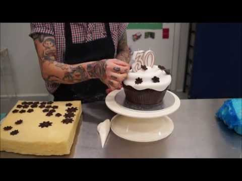 Create Giant Cup Cake