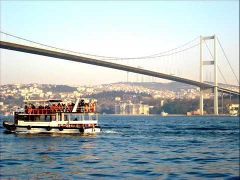 Emre Altuğ, Şevval Sam feat. Ferhat Göçer - Bir De Bana Sor (Sarı Sıcak)