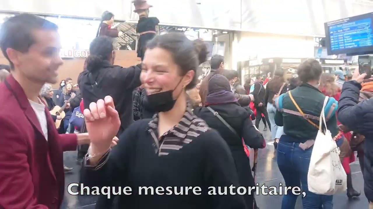 """Párizsi covid-engedetlenség: táncra perdült és dalra fakadt egy hatalmas tömeg: """"Táncolj újra!"""""""