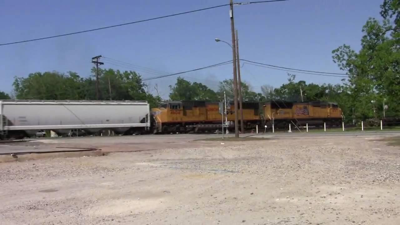 BNSF's Galveston Subdivision - Alvin Texas - YouTube