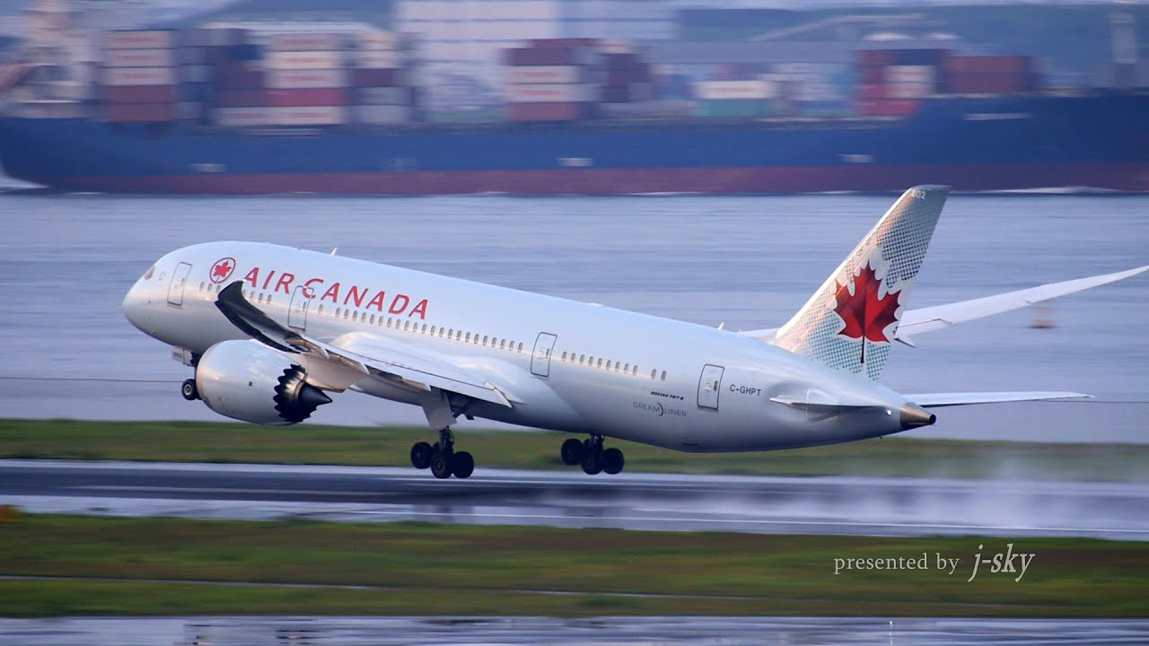 Air Canada Boeing 787-8 take-o...