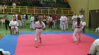 4 kyu Julia - kata yodan - III Otwarty Turniej Karate Shotokan w Pile 5 marca 2016 r.