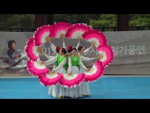 Buchaechum - Traditional Korean Dance