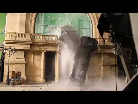 Behind The Scenes Hugo Recreates Train Crash