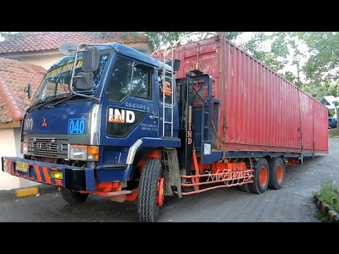 Fuso Self Loader Truck Moving 40 Feet Shipping Container