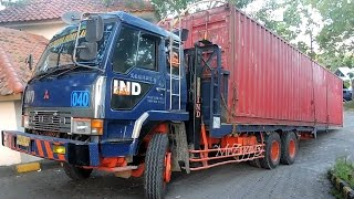 Fuso Self Loader Truck Moving 40 Feet Shipping Container(WARNING!!! NO TV BROADCAST WITHOUT PERMISSION!!! NO RE-UPLOAD!!! MrZygy3., 2016-08-22T01:51:07.000Z)