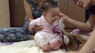 A funny baby (Vietnamese)