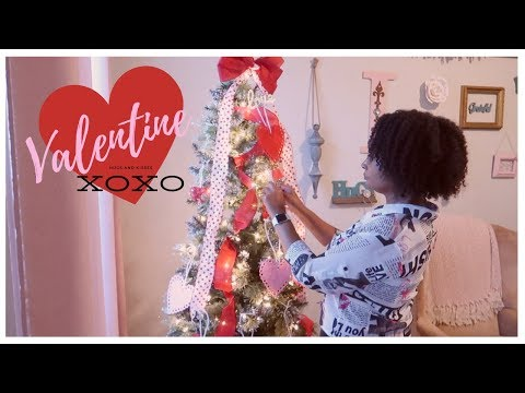Katie Sommers - People Are Leaving Up Their Christmas Trees & Turning Them Into V-Day Trees