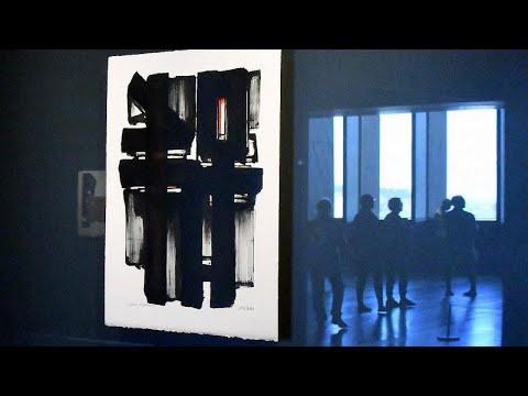شاهد: لوحة للفنان الفرنسي بيار سولاج تباع بنحو 1.5 مليون يورو في مزاد علني…  - 14:59-2021 / 1 / 24