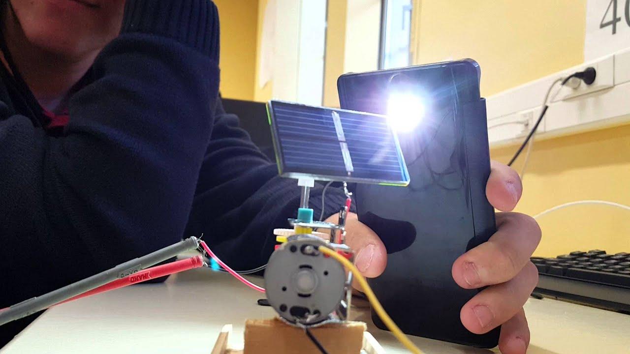 Panneau solaire tracker de soleil youtube for Panneau solaire plug and play