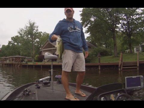 Bass Fishing Around Docks! Arkansas Bass Fishing.