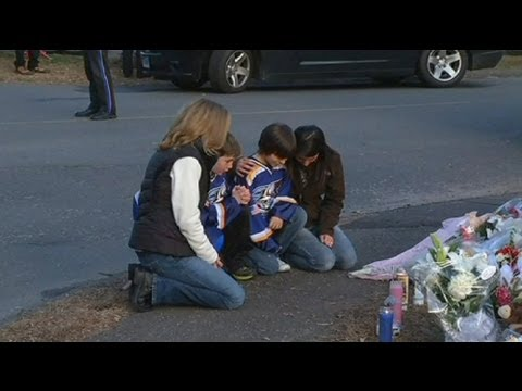 Obama to visit Newtown as locals share grief