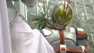 東京に到着した巧たちは真理の父に会うためスマートブレイン社に向かう...